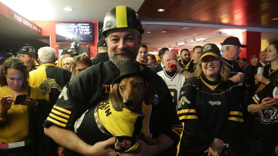 Un partisan des Tiger-Cats de Hamilton