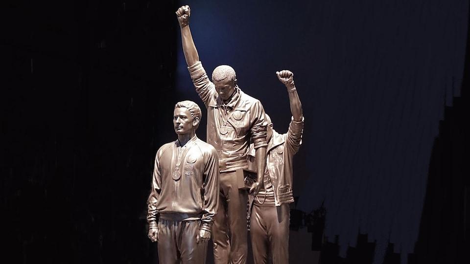 La statue de Tommie Smith et de John Carlos aux JO de 1968 à Mexico