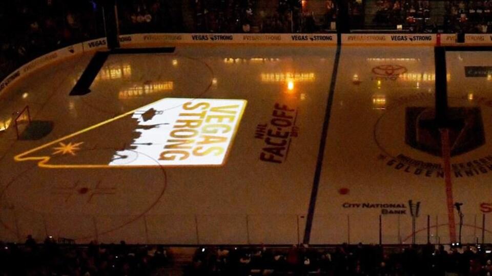 «Vegas Strong» lors du premier match à domicile des Golden Knights