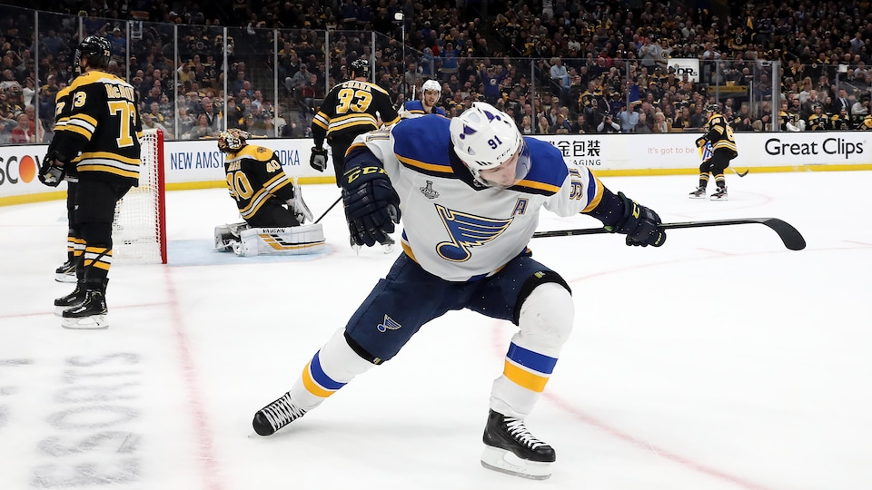 Les Blues battent les Bruins en prolongation