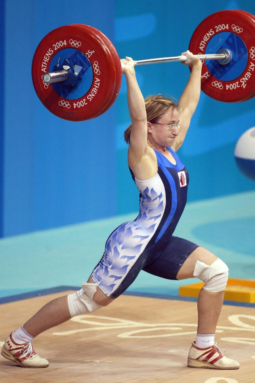Maryse Turcotte soulève une barre à l'épreuve d'haltérophilie des Jeux d'Athènes.