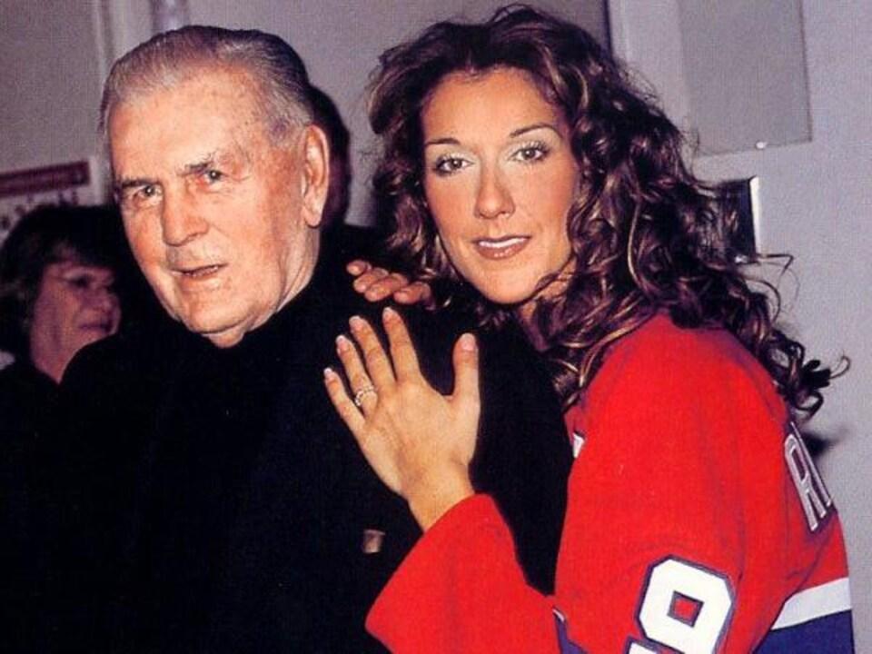 Céline Dion pose avec Maurice Richard.