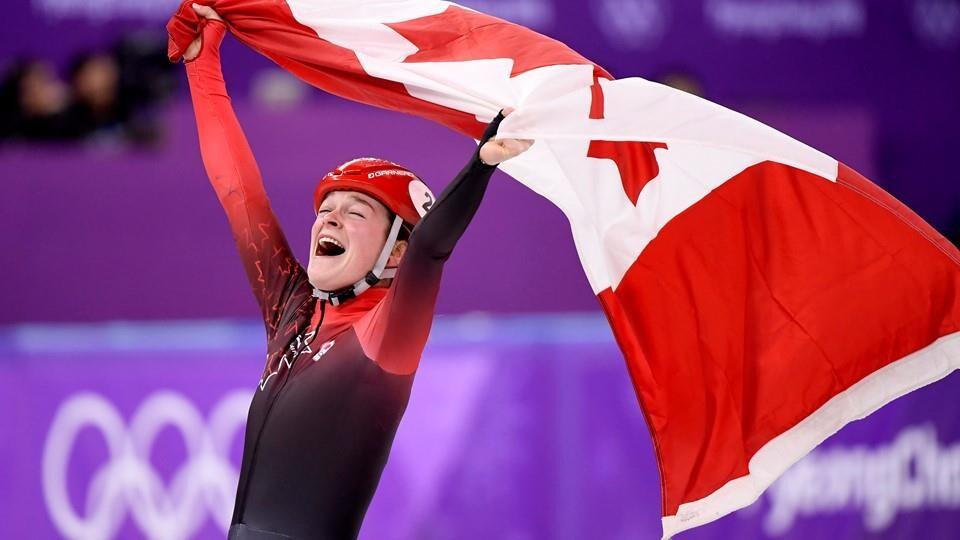 Kim Boutin célèbre sa deuxième médaille des Jeux, cette fois le bronze au 1500 m