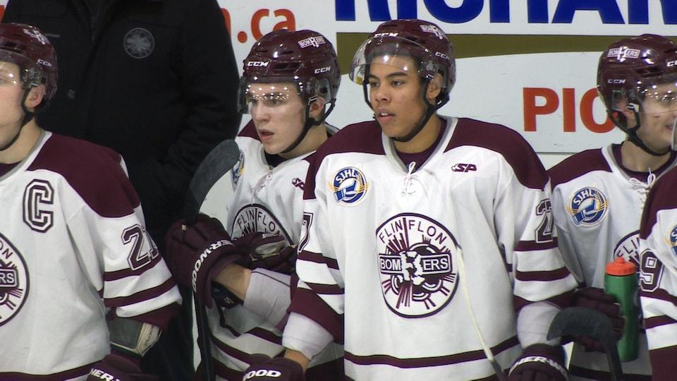 Trois joueurs québécois sur le banc des Bombers.