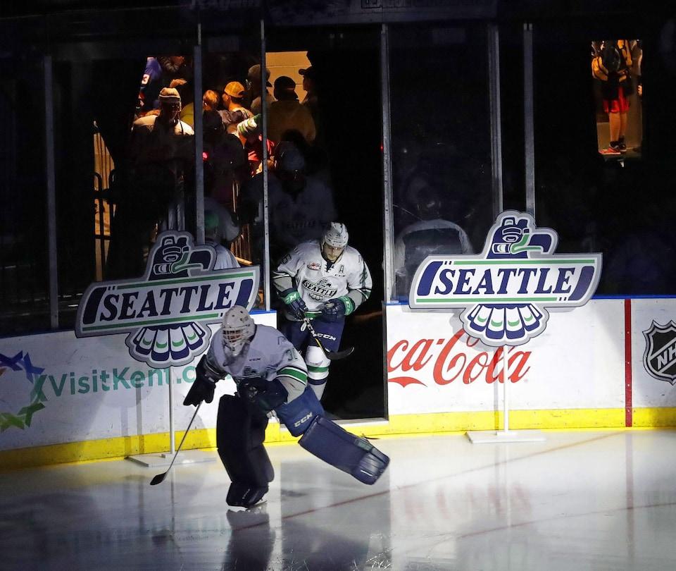 Le début d'un match des Thunderbirds de Seattle en 2018