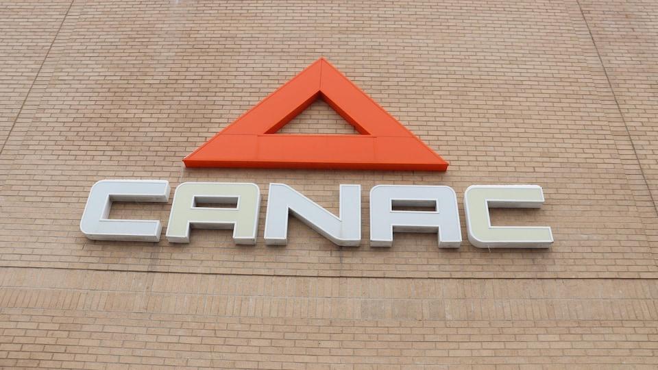 Le logo de Canac