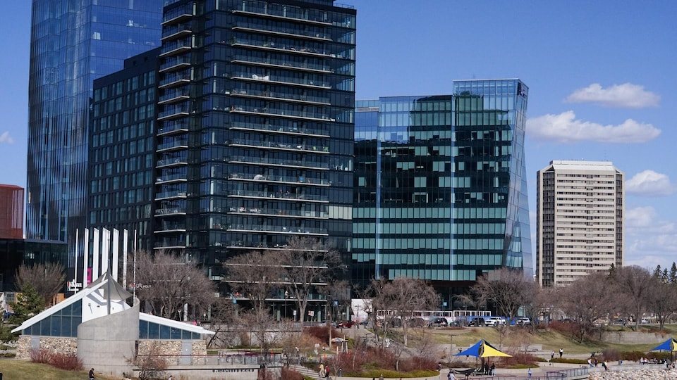 Centre ville de Saskatoon en printemps.