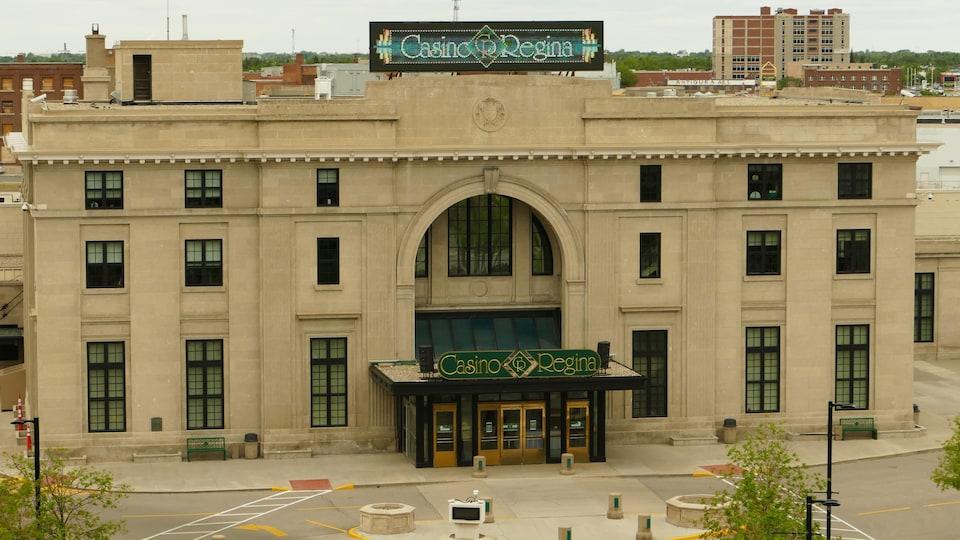 La façade extérieure du casino de Regina.
