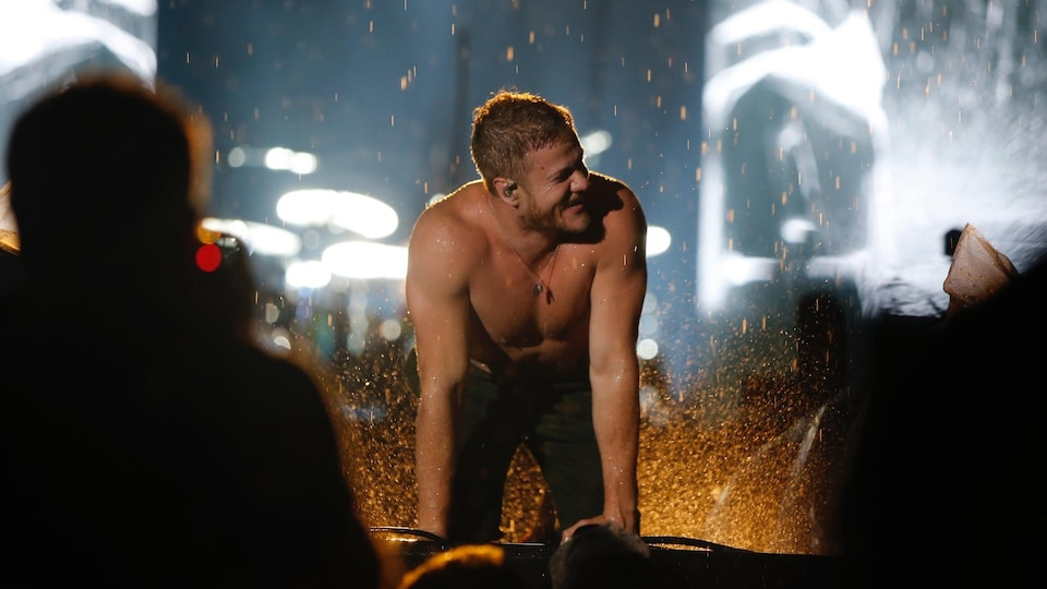Le chanteur d'Imagine Dragons.