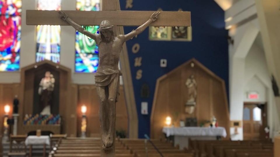 Un crucifix dans une église de Gatineau.