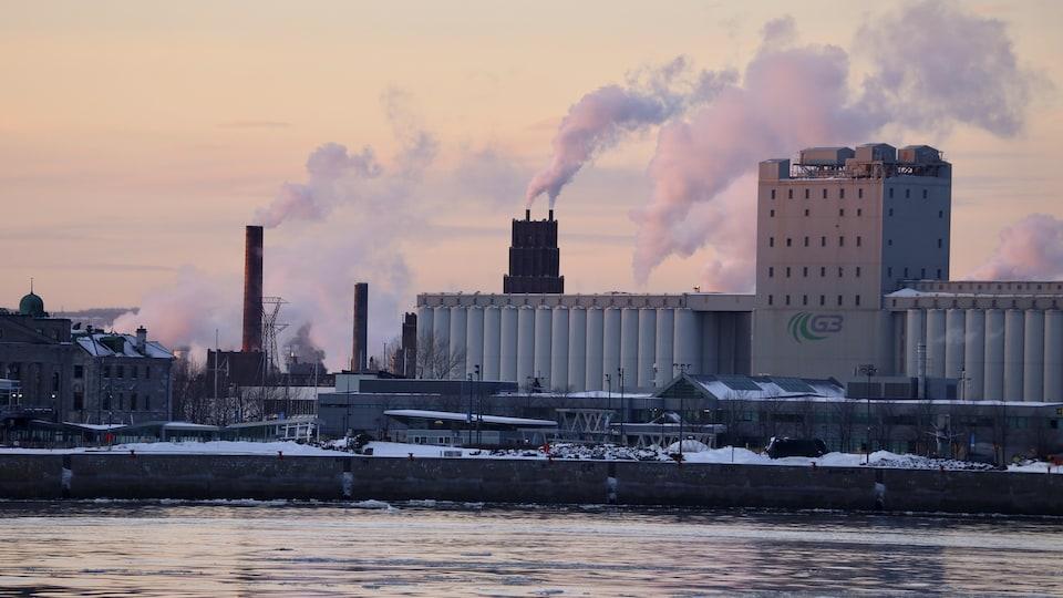 Le secteur industriel près du Port de Québec.