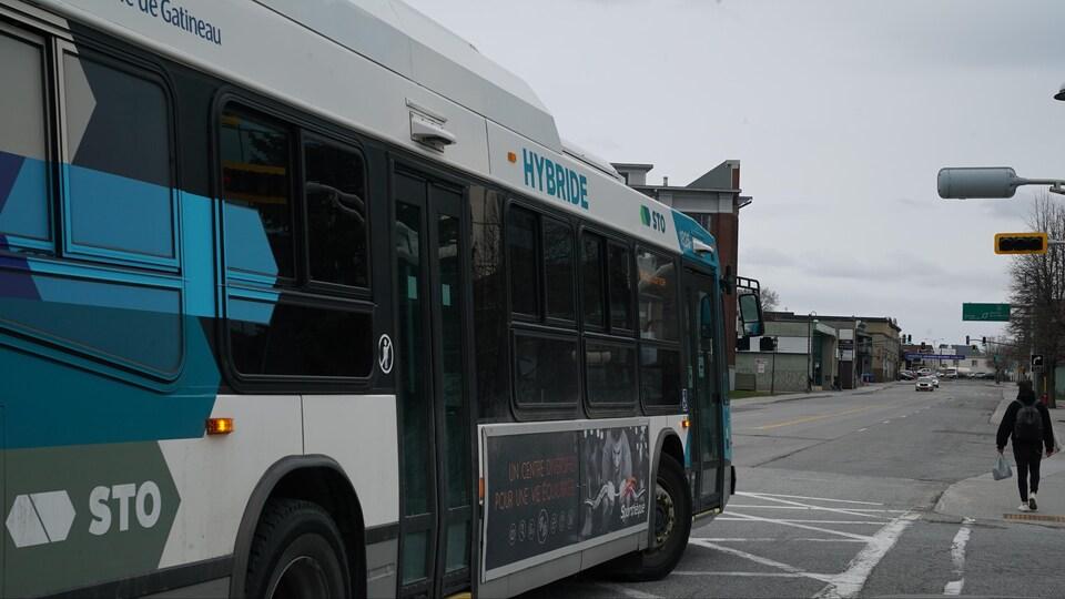Un autobus de la Société de transports de l'Outaouais.