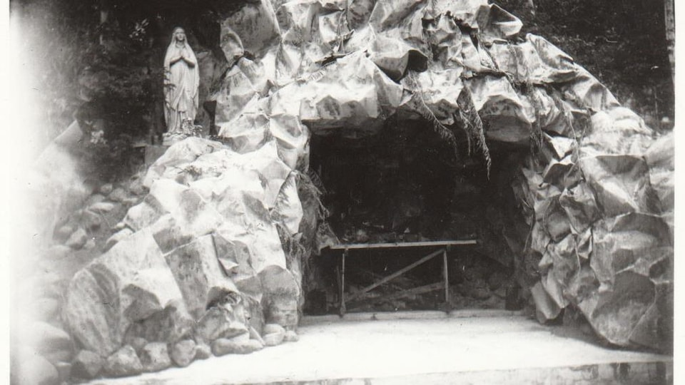 La grotte actuelle à Saint-Laurent de-Grandin.