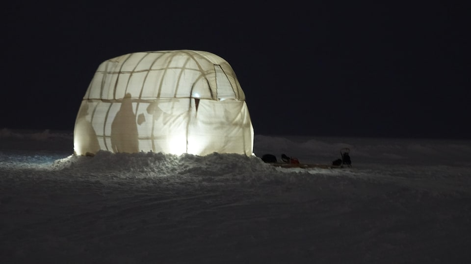 Un gîte dans la neige.
