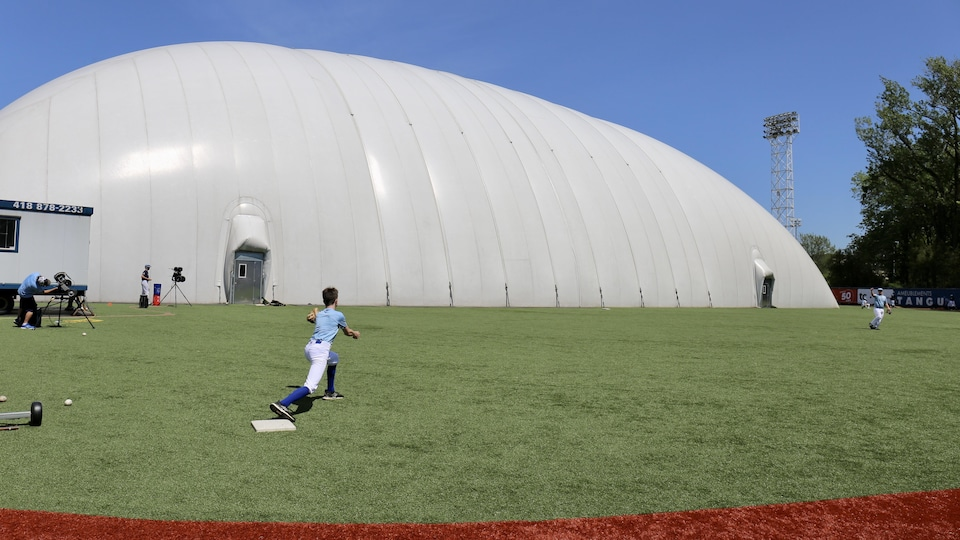 Le dôme gonflable du stade Canac