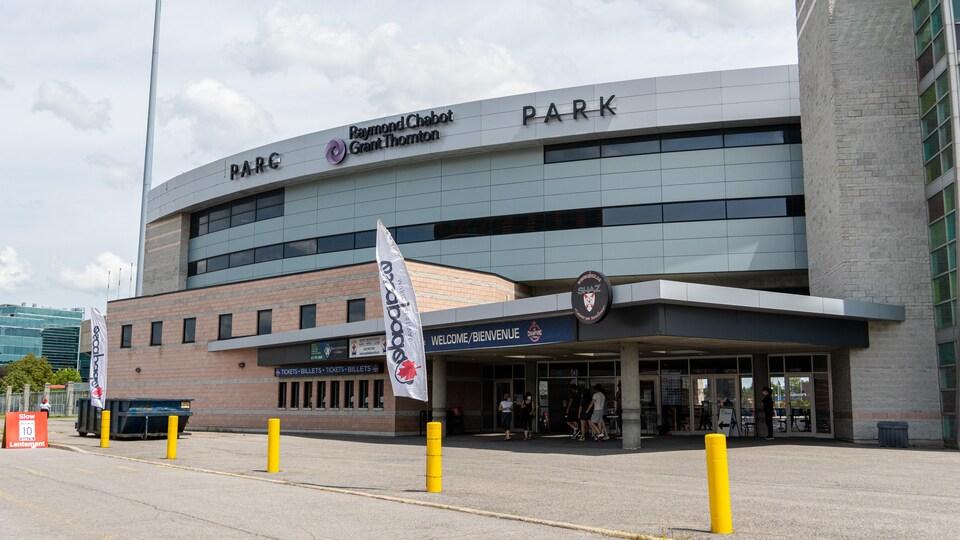 Le stade de baseball d'Ottawa sur le chemin Coventry où a lieu la vaccination.
