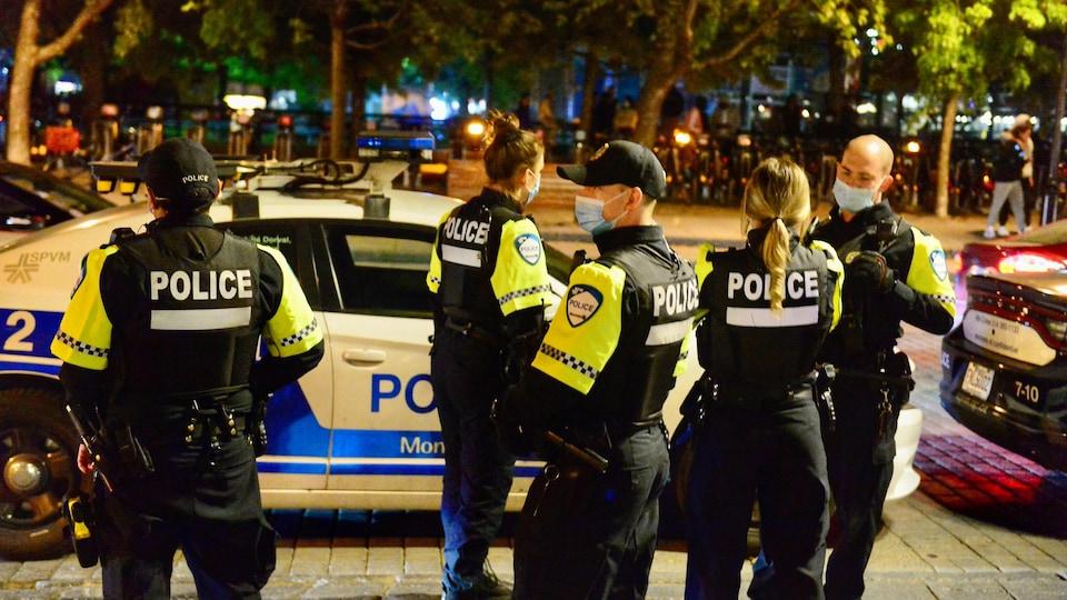 Des policiers de Montréal.