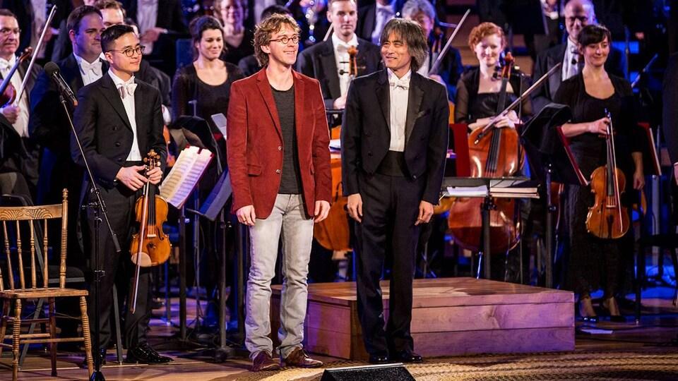 Le conteur, Kent Nagano et l'OSM sur la scène de la Maison symphonique à Montréal.