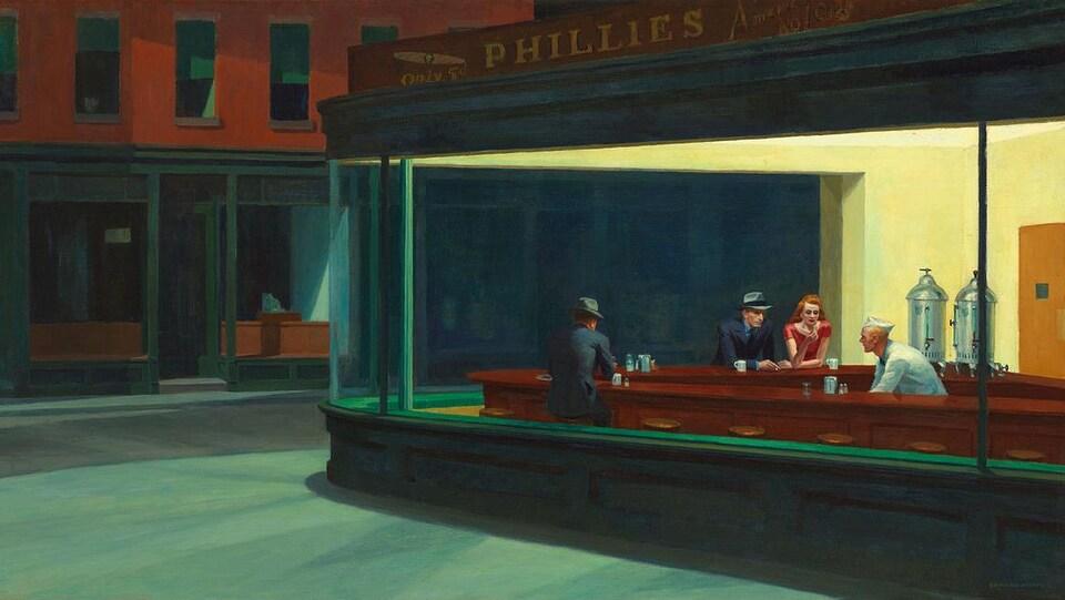 La peinture montre trois clients accoudés au bar d'un snackbar la nuit, dans le centre-ville.