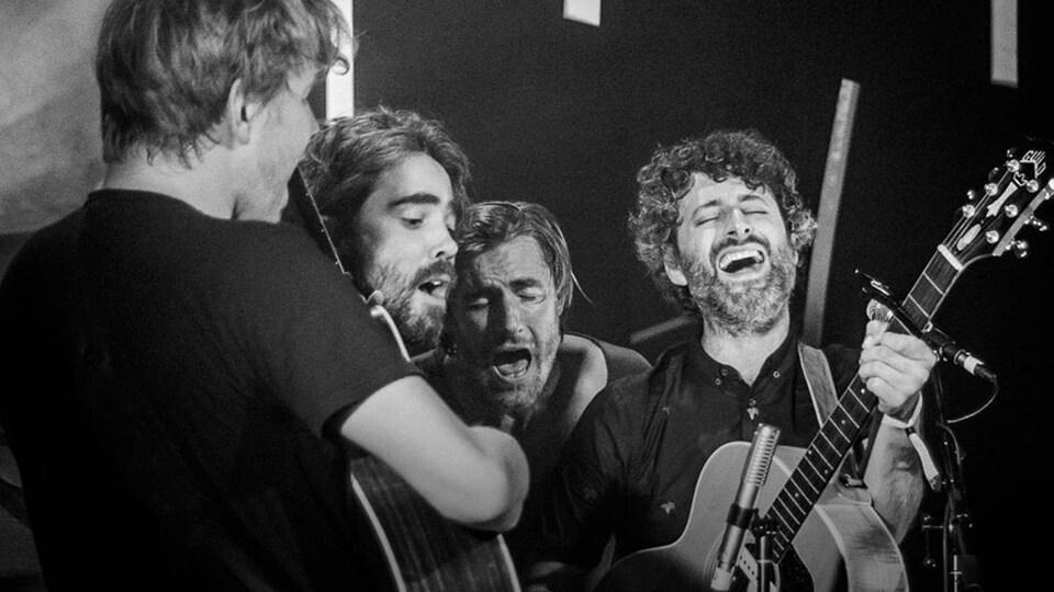 Photo noir et blance : Patrick Watson et Karkwa lors du Festival de musiques émergentes 2018.
