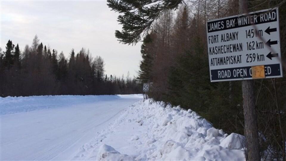 La route d'hiver reliant les communautés autochtones de la côte ouest de la baie James.