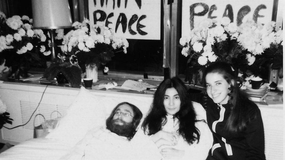 John Lennon et Yoko Ono lors du <em>bed-in</em> au printemps 1969