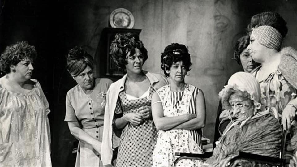 Une partie de la distribution des Belles-soeurs en 1968