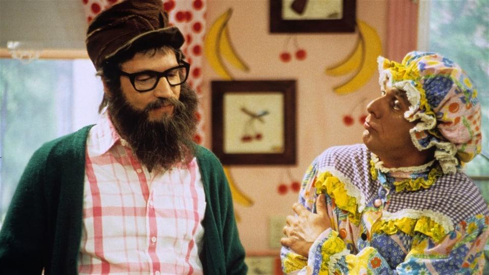 Pôpa (Claude Meunier) et Môman (Serge Thériault) dans la série télévisée La petite vie