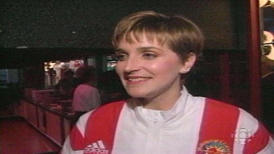 Sylvie Fréchette lors de la remise de sa médaille d'or 16 mois après la compétition
