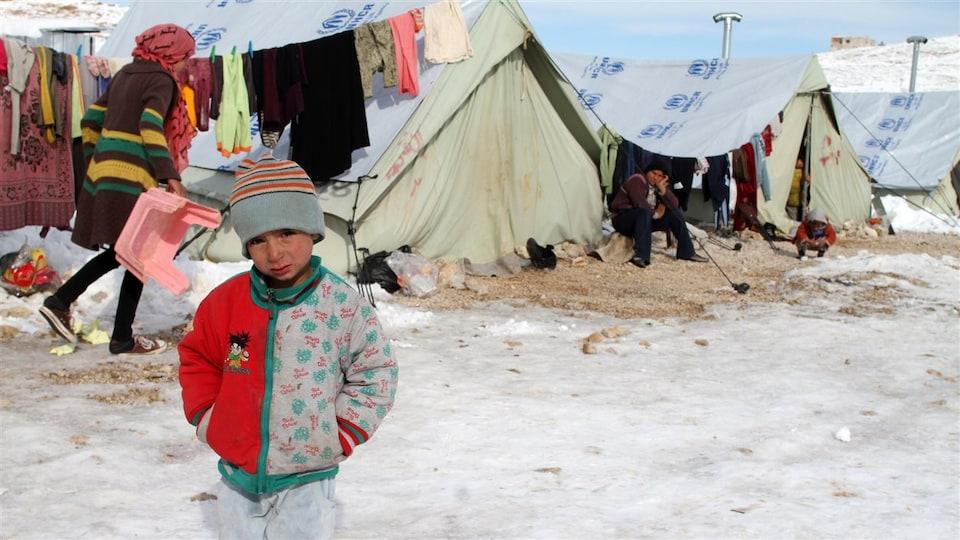 Un camp de réfugiés syriens à Arsal, au Liban, est recouvert de neige.