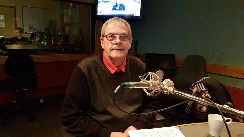 Alain Thibault, maire de Port-Cartier, en studio à Radio-Canada Côte-Nord