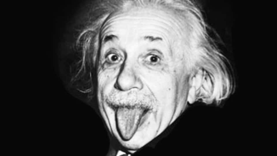 Photo d'Albert Einstein tirant la langue.