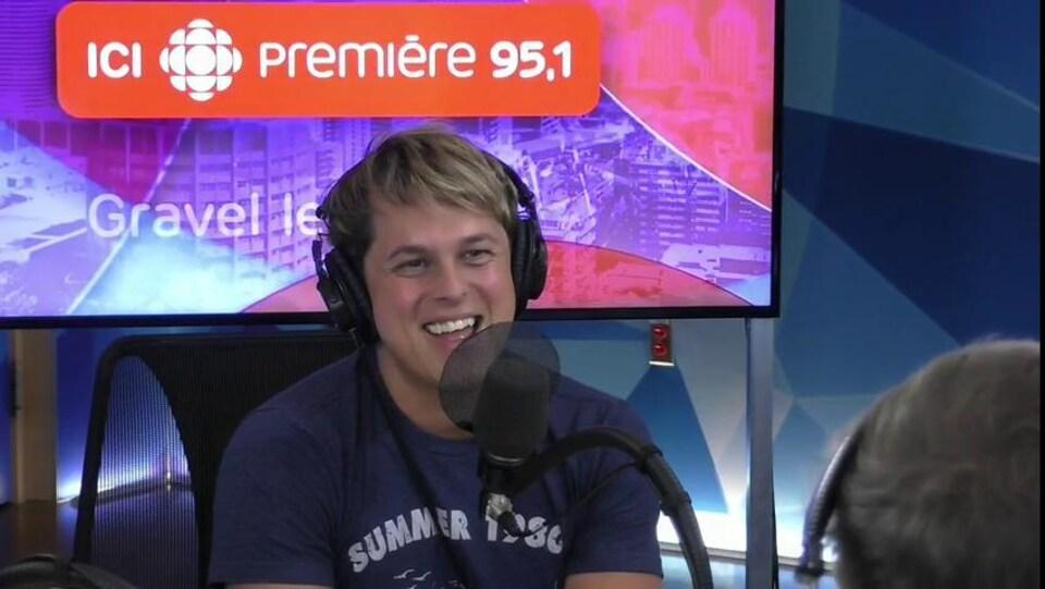 L'humoriste et animateur Alex Perron en entrevue à l'émission Gravel le matin