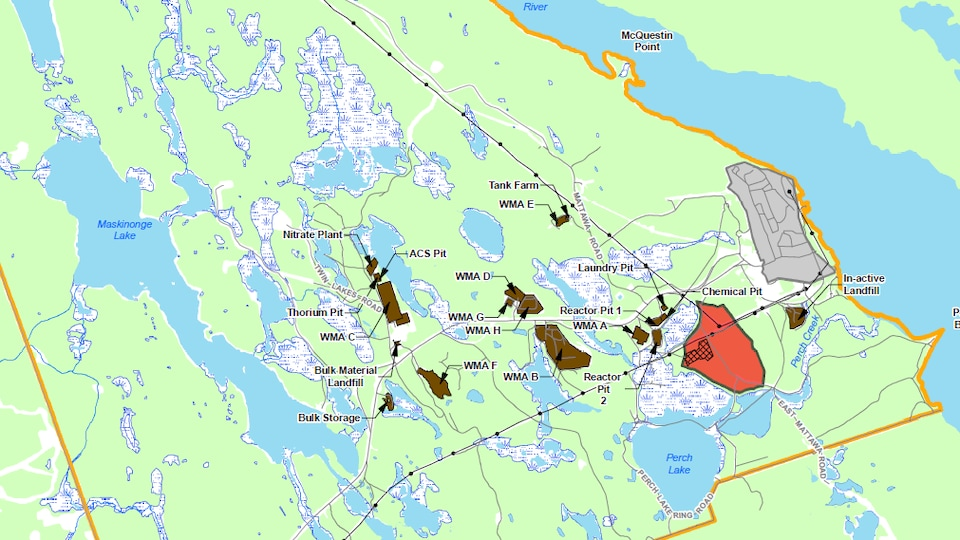 En rouge, le site prévu pour le dépotoir nucléaire de Chalk River, qui est situé à quelques centaines de mètres de la rivière des Outaouais.
