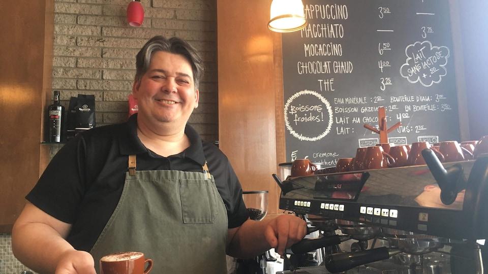 Guido Antongiovanni. propriétaire du Café Toscane de Sept-Îles