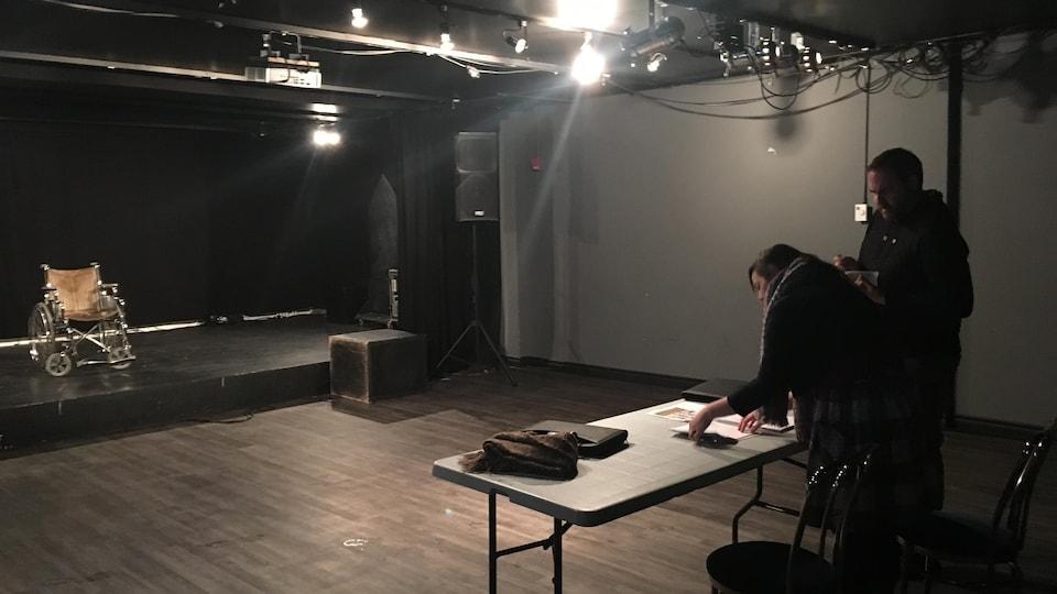 Répétition de la pièce de théâtre Pitié pour les vieilles chiennes sales de Marie-Eve Gagnon, la Boîte à chapeaux, Baie-Comeau