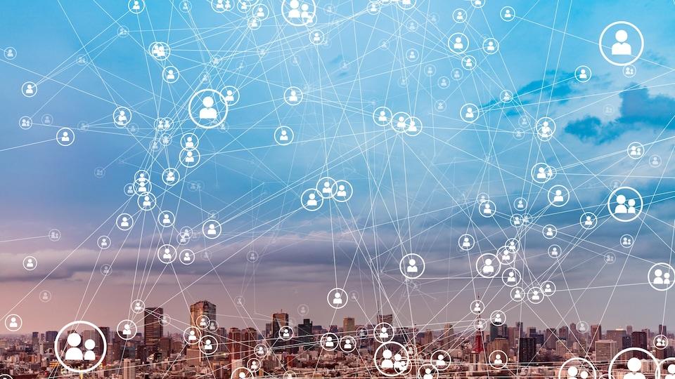 Des connexions illustrées sur le ciel d'une grande ville.