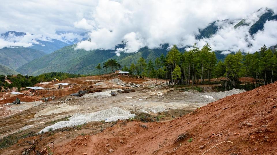Une forêt coupée au Bhoutan, en Asie du sud.