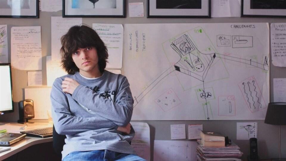Le rêve du jeune Boyan Slat est de capturer tout le plastique océanique sur place à l'aide d'une barrière.