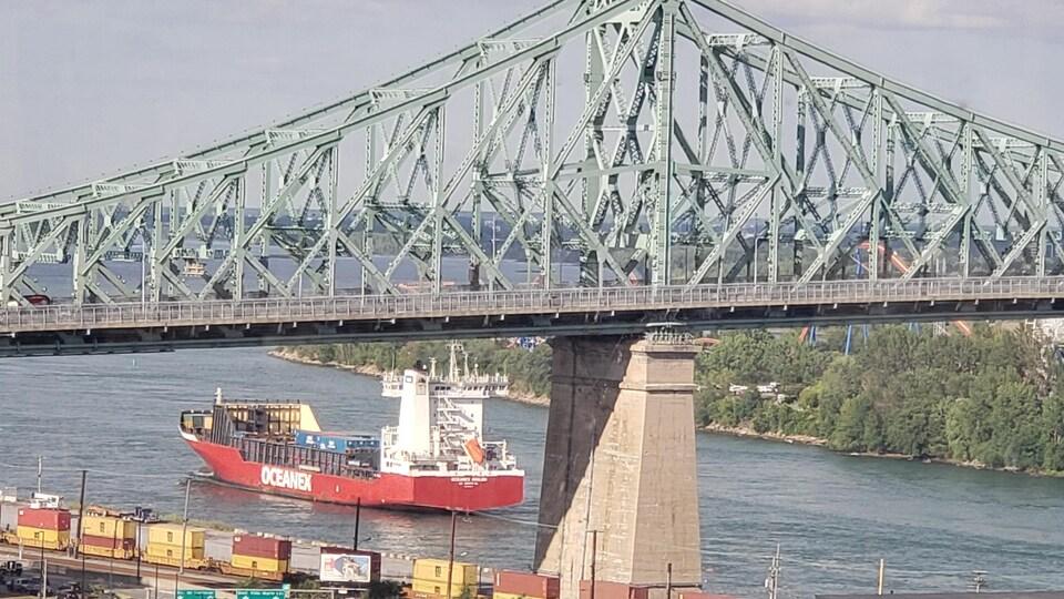 Cargo pont Jacques Cartier
