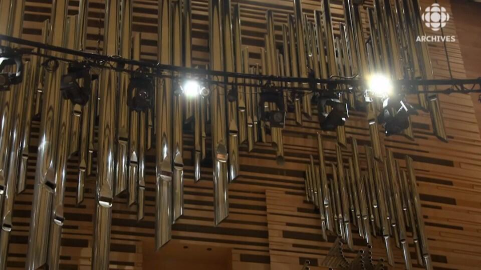 Vue partielle de la façade de l'orgue de la Maison symphonique de Montréal, construit par Casavant Frères.