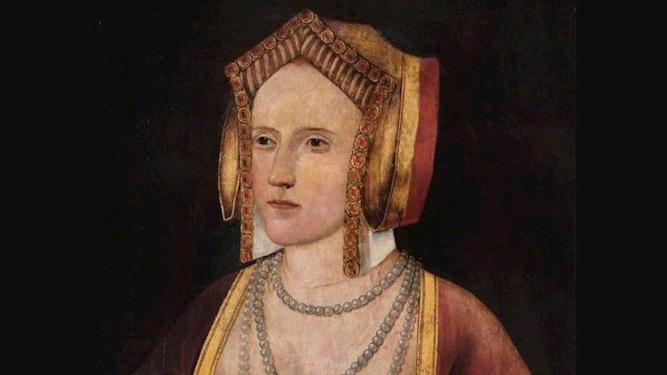 Un tableau montrant une princesse vêtue de parures dorées.