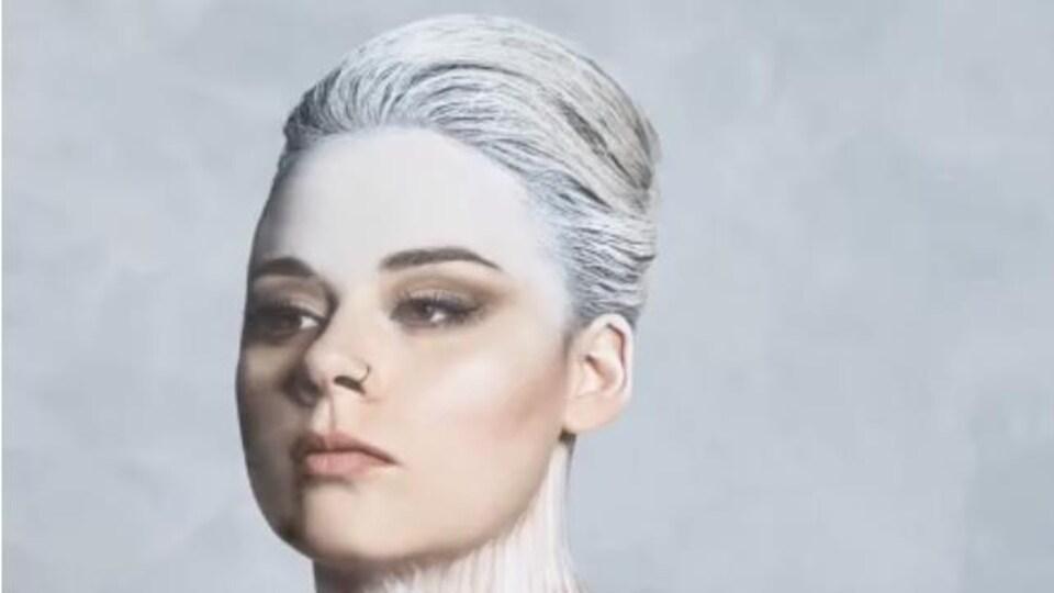Visage et buste peint d'une femme