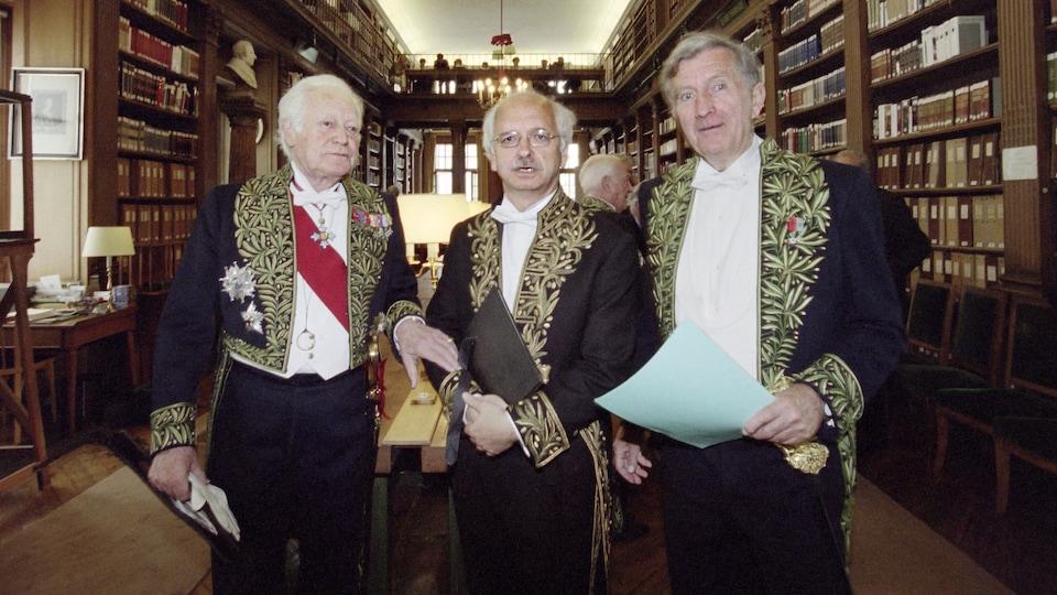 Les auteurs français Maurice Druon, Erik Orsenna and Bertrand Poirot-Delpech, en juin 1999, à la bibliothèque de l'Académie française.