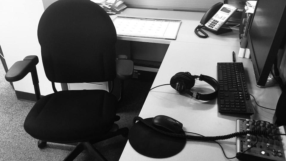 Une chaise vide.