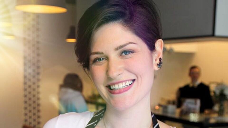 Portrait de Justine Martin dans sa pâtisserie