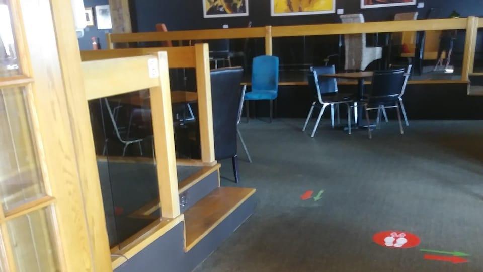 Le restaurant-bar chez Omer à Sept-Îles lors de sa première journée d'ouverture.