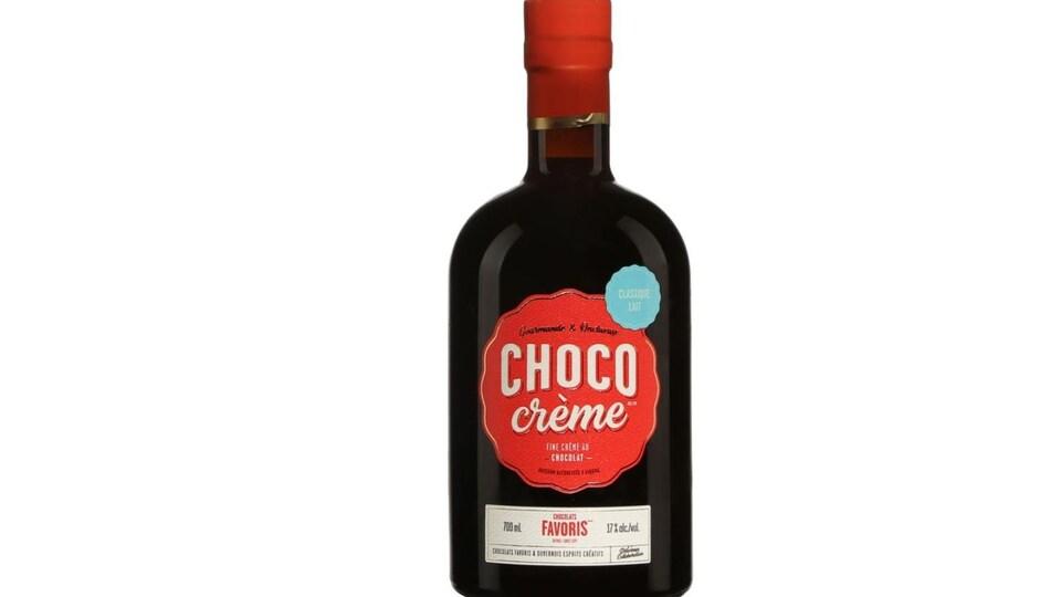 Bouteille de crème de chocolat alcoolisée.