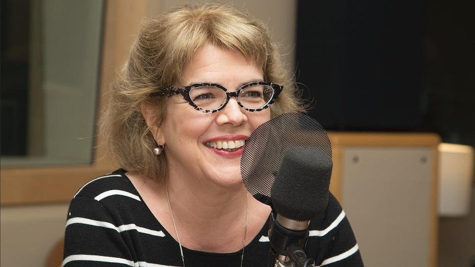 Chrystine Brouillet en entrevue à la radio