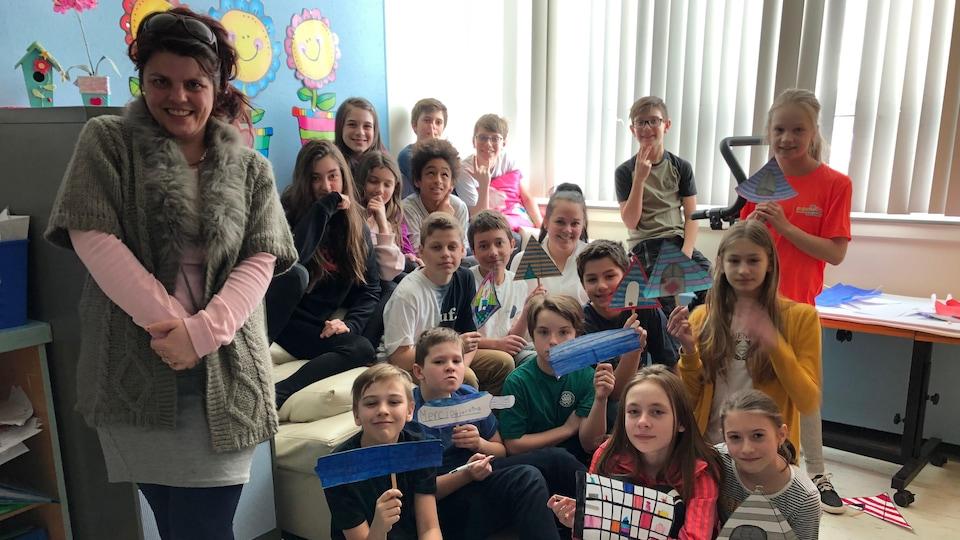 Myriam Croteau et sa classe de sixième année de l'école Trudel